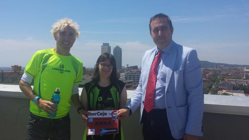 Anna Vives presenta la camiseta de la XXIV Carrera Villa Olímpica