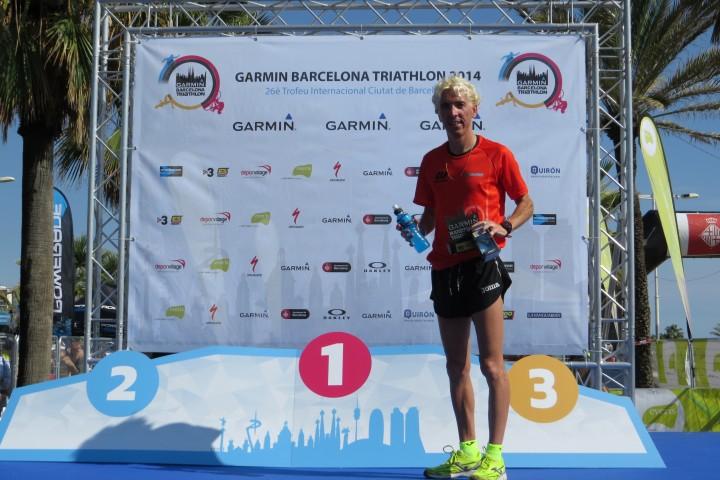 Blanco gana por equipos la Triathlon Garmin de Barcelona